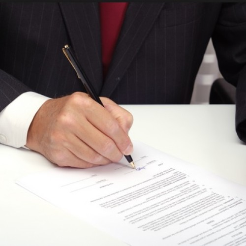 Umowa z wydawcą – jak zabezpieczyć swoje finanse?