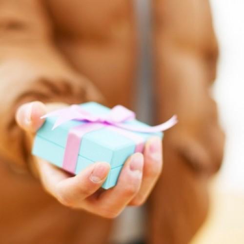 Blisko połowa firm daje pracownikom prezenty z okazji świąt wielkanocnych