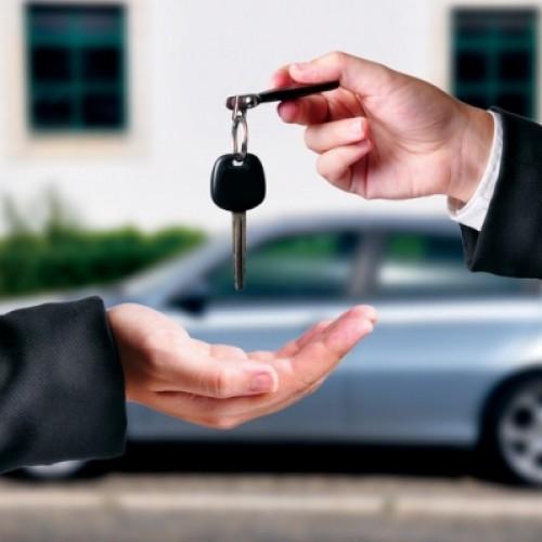 Samochody używane coraz częściej kupowane w kredycie lub leasingu. Zwiększa się zainteresowanie młodszymi autami