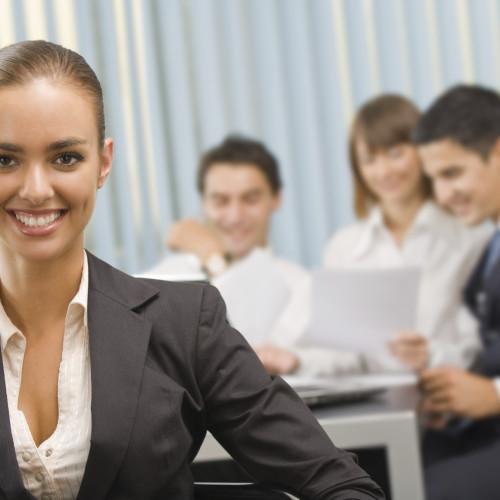 Imprezy integracyjne dla firm – 4 powody, dla których warto je organizować latem