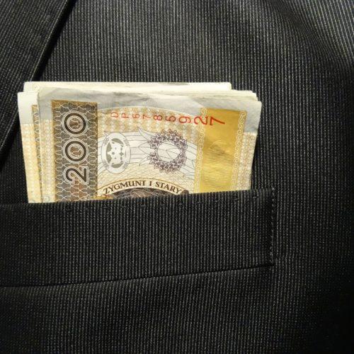 Pożyczki internetowe a kredyty gotówkowe – co wybierają Polacy