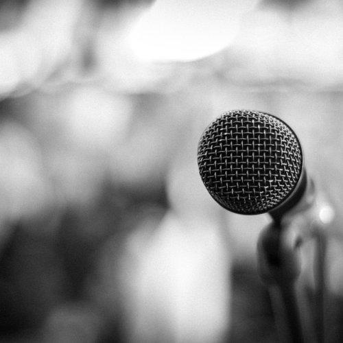 Wystąpienia publiczne – jak opanować stres?