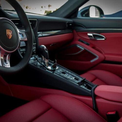 Jak troszczyć się o tapicerkę skórzaną w samochodzie?
