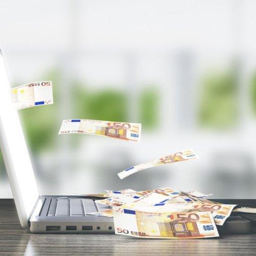 Jak zrobić przelew za granicę z jednego rachunku w różnych walutach?
