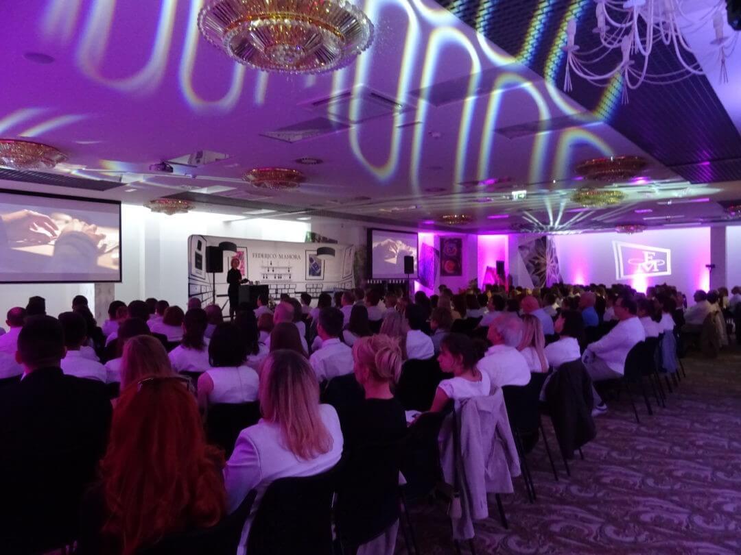 Hotel Lenart – konferencja z efektami świetlnymi