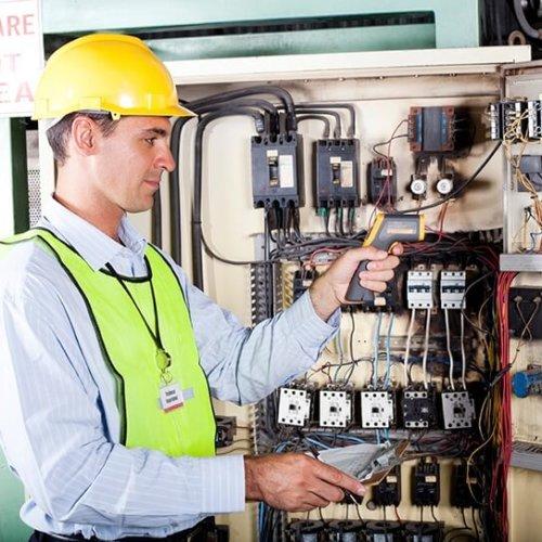 Elektryk – na czym dokładnie polega ta praca?