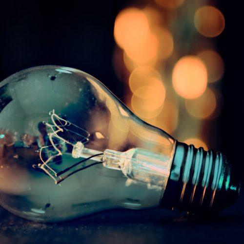 Polacy nie zapłacą więcej za prąd. Rekompensaty popłyną z nowego funduszu