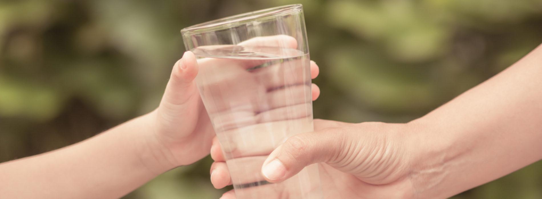 Filtry do wody jako rozwiązanie do biura – czy to się opłaca?