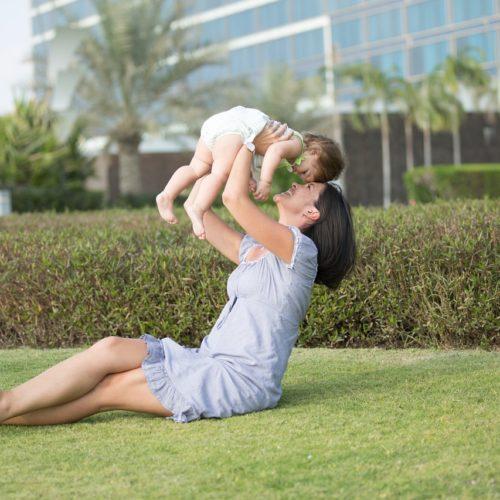 Polki spędzają z dziećmi najwyżej rok po porodzie