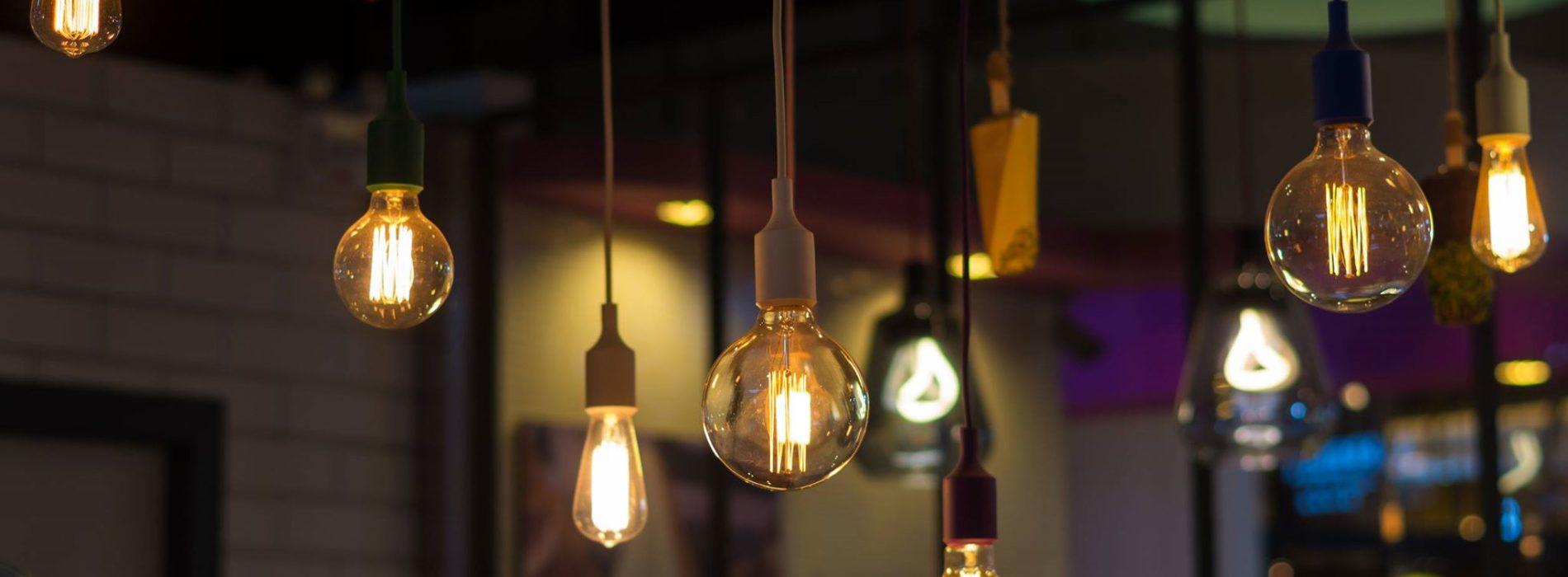 Nowoczesne lampy wiszące funkcjonalnym rozwiązaniem oświetleniowym