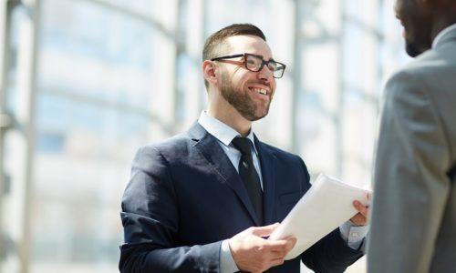 Koszt tłumaczeń pisemnych – jak rozsądnie planować firmowe wydatki?