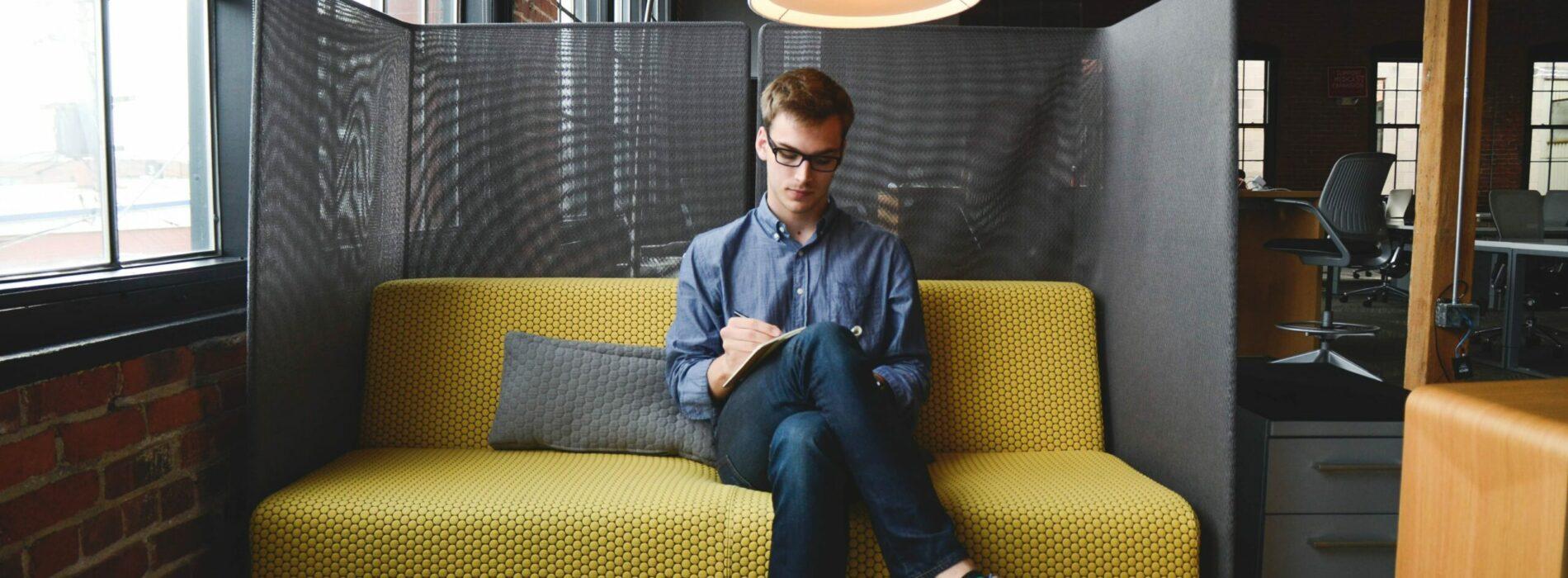 Biuro wirtualne – co to jest i jakie usługi może Ci zaoferować?