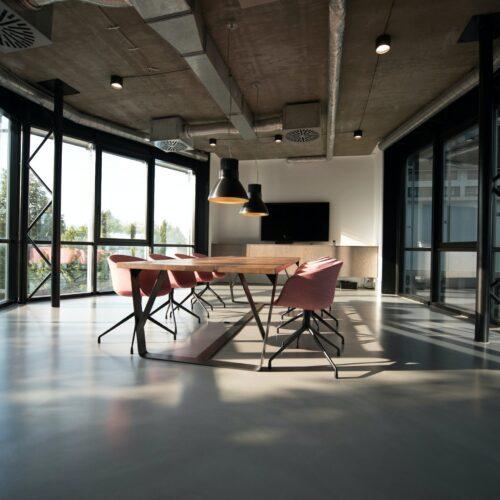 Jakie meble biurowe wybrać do małego biura?