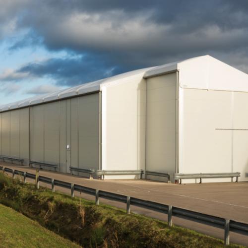 Namioty przemysłowe i ich możliwości – wszystko, co trzeba wiedzieć