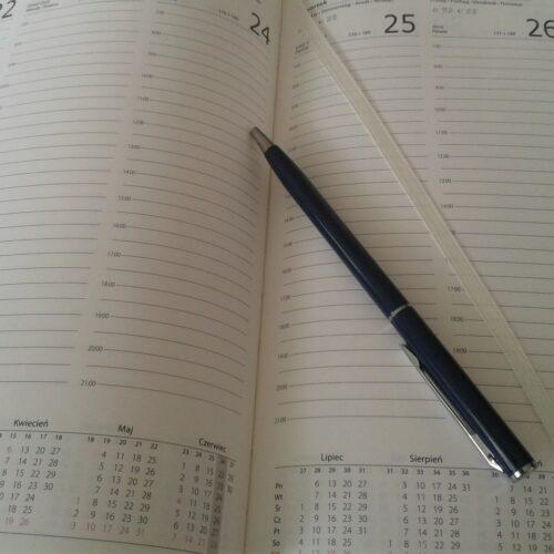 Wybór kalendarzy książkowych – tygodniowe czy dzienne?
